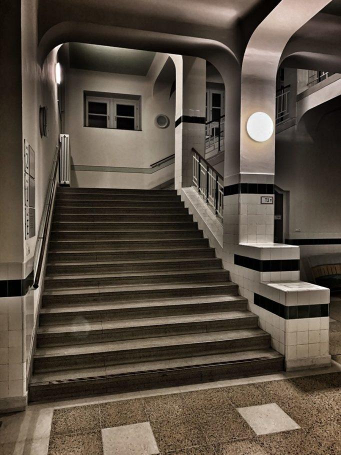 Das Treppenhaus in K.